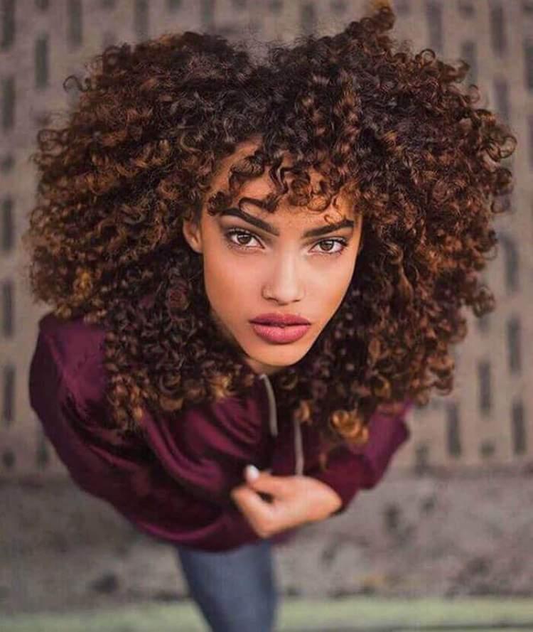 Corte em formato de coração é tendência para cabelos cacheados 2018