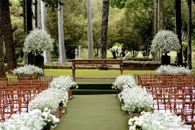Decoração de casamento com arranjos de áster