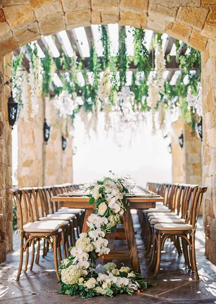 Luxuosa decoração de casamento com folhagens