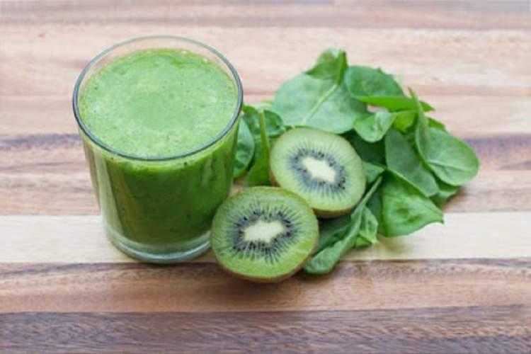 Suco de espinafre + kiwi + alface ajuda a eliminar gordura em pouco tempo