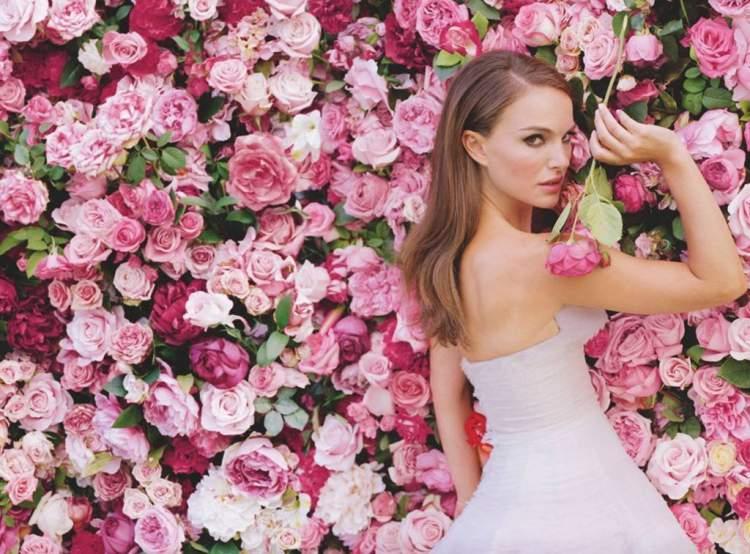 As mulheres românticas adoram perfumes florais