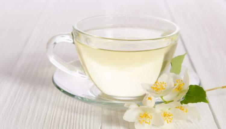 Chá branco ajuda a eliminar gordura em pouco tempo