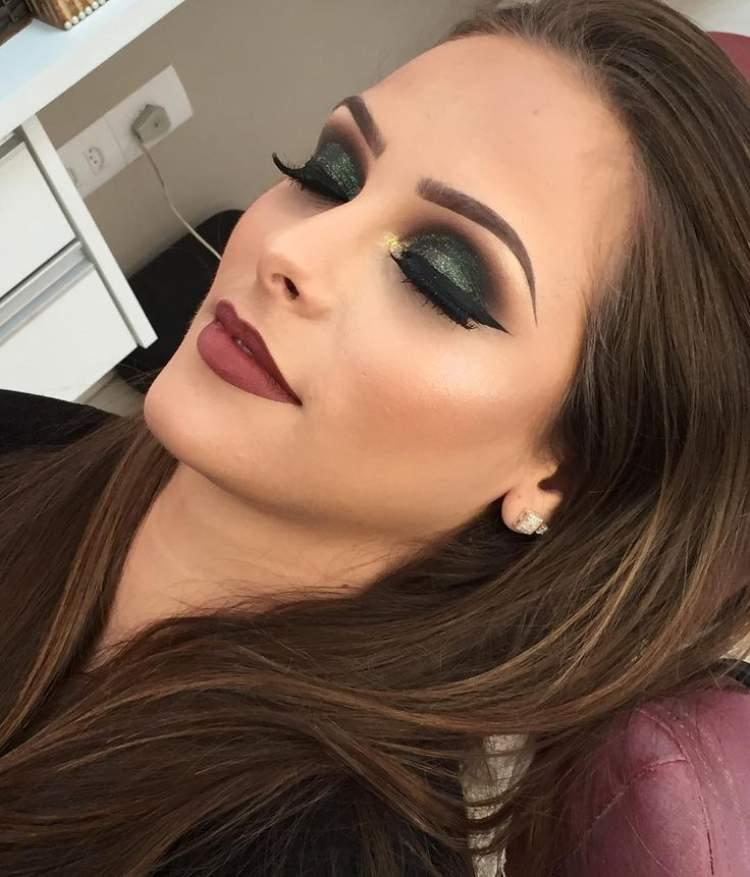 Maquiagem para quem tem olhos castanhos: Sombra verde oliva + esfumado marrom