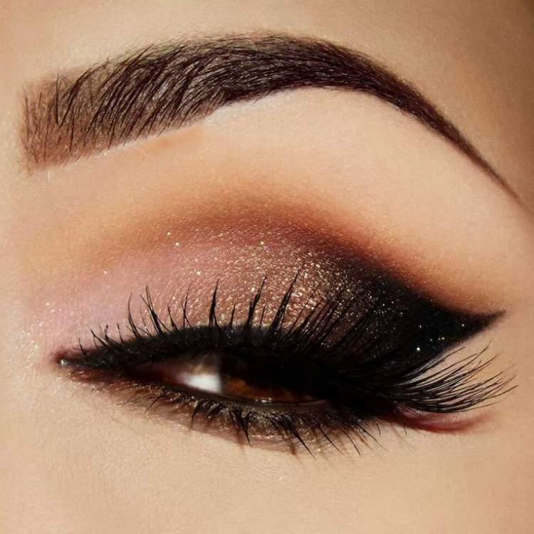 Maquiagem para quem tem olhos castanhos: Degradê de marrom para preto