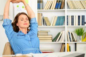 Ótimos exercícios para treinar no escritório