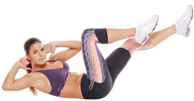 Abdominal oblíquo é um dos melhores exercícios para acabar com os pneuzinhos