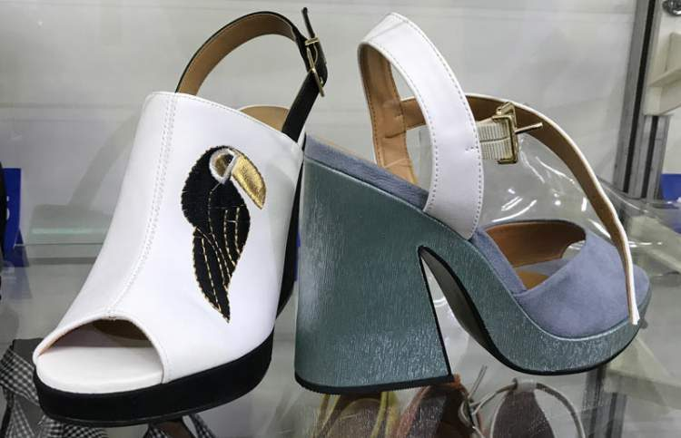 Anos 1970 Feelings é uma das tendências em calçados para o verão 2018