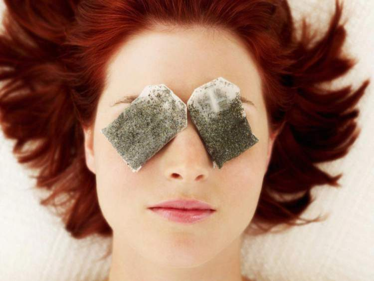 Chá de camomila para corrigir olheira