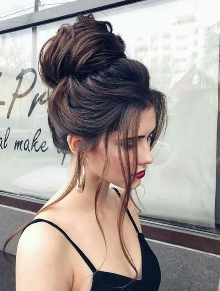 Coque podrinho é um dos penteados lindos para cabelos longos