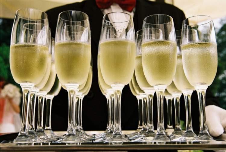 Deguste uma taça de champanhe (morno) antes de dormir para evitar um resfriado