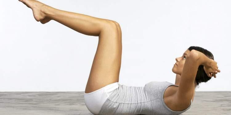 Exercício abdominal invertido para tonificar o abdômen