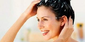 Hidratação natural pra deixar o cabelo mais liso com leite e amido de milho