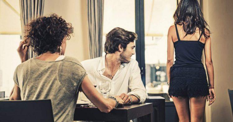 8 sinais de que seu parceiro está a um passo de te deixar
