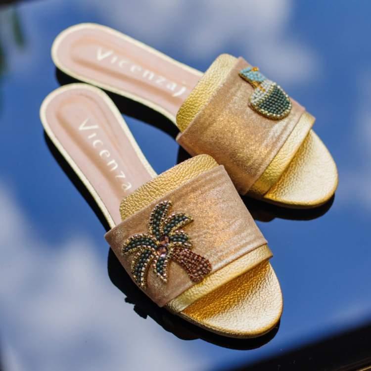 Dentre as tendências em calçados para o verão 2018 não podem faltar aqueles que falem sobre a própria estação.