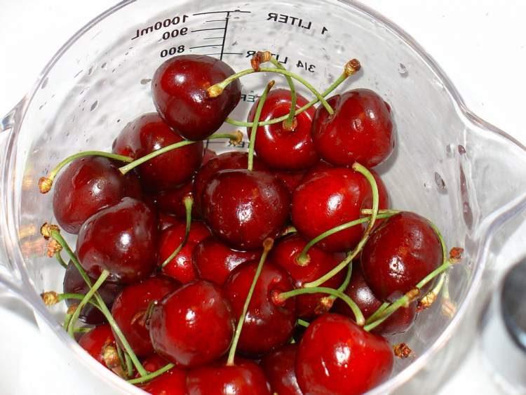 Cereja é um dos alimentos que ajudam o corpo a queimar gordura