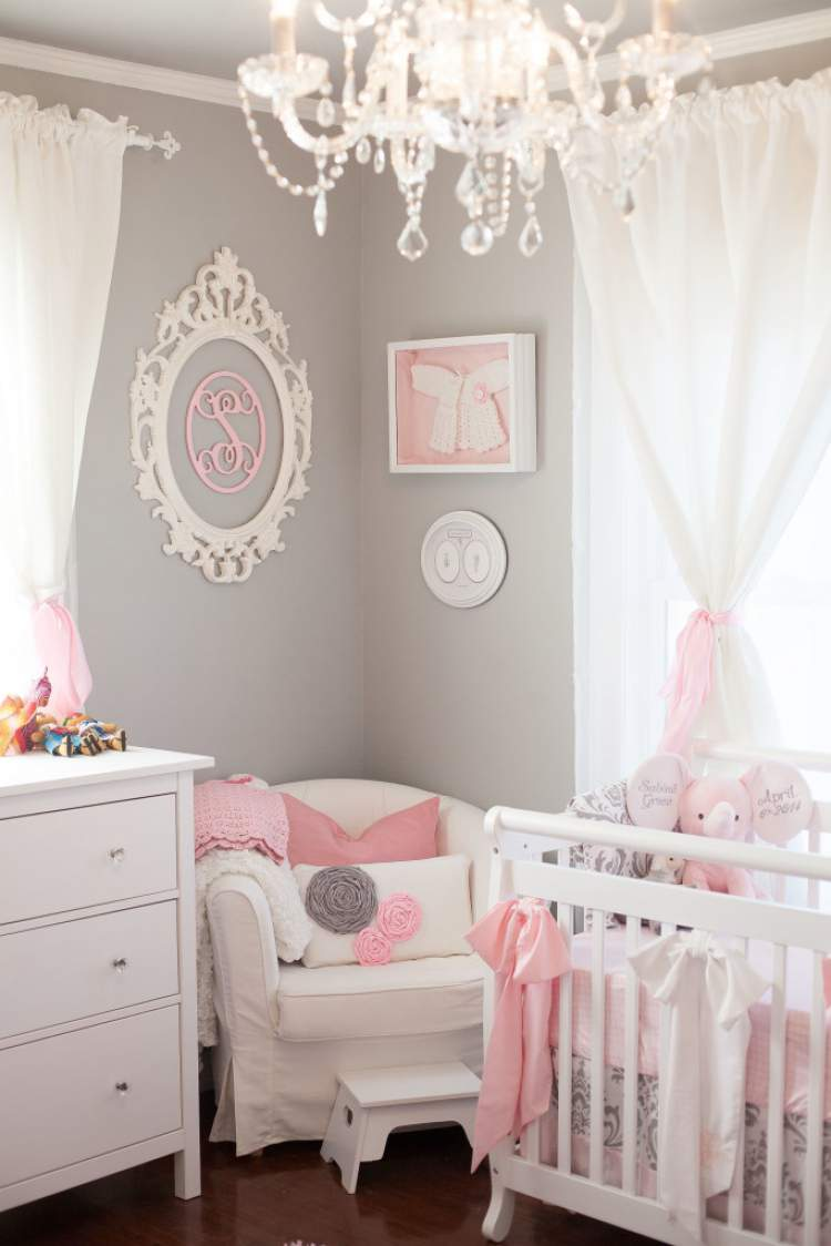 Decoração do quarto do bebê menina