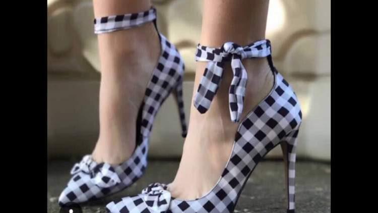 dd37d0249 Estampa que lembra toalhas de piquenique é uma das tendências em calçados  para o verão 2018