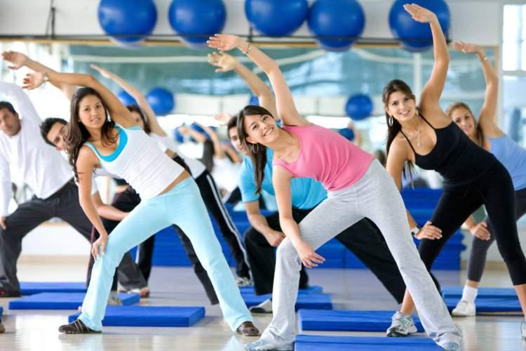 Exercício aeróbico é um dos melhores exercícios para acabar com os pneuzinhos