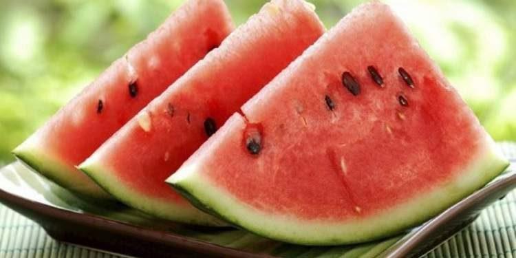 Melancia é um dos alimentos que ajudam o corpo a queimar gordura
