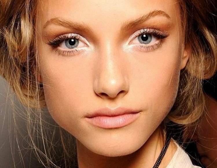 Opção de maquiagem para quem tem olhos pequenos