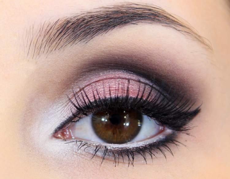 Sugestão de maquiagem para quem tem olhos pequenos