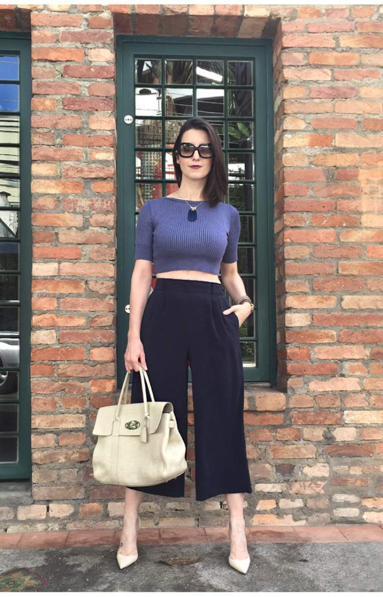 Look com calça pantacourt cintura alta + top cropped