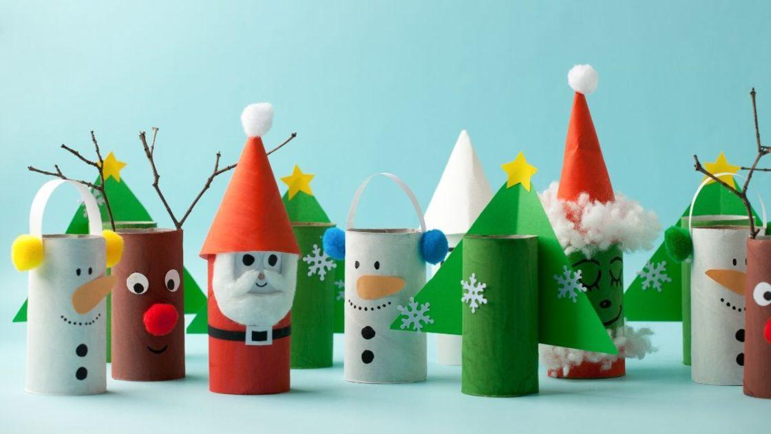 Ideia criativa com rolo de papel higiênico para decoração de Natal.
