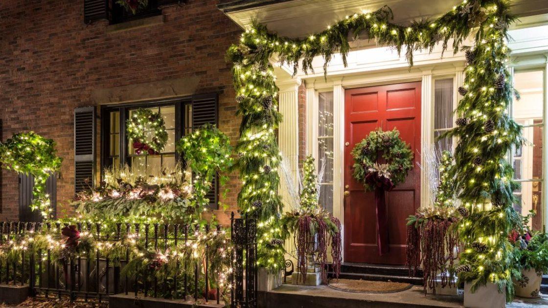 Ideia de decoração de Natal com bastante verde