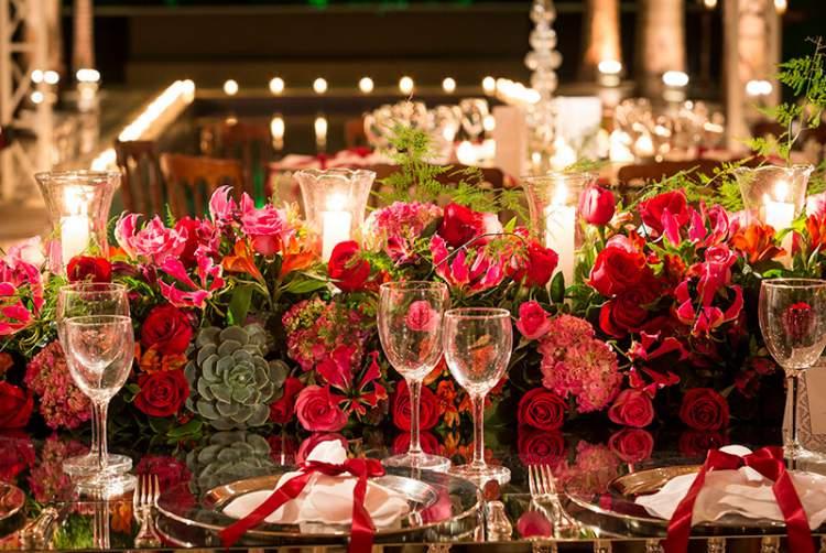 Linda decoração de casamento com rosas