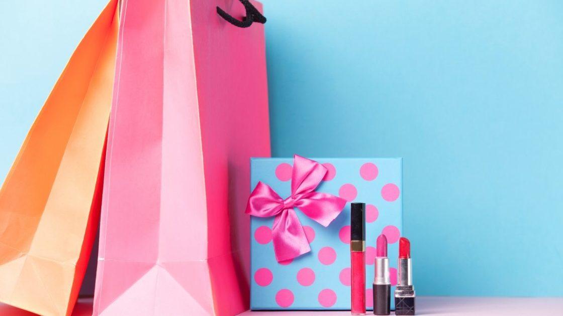 Maquiagem é uma das sugestões de presentes de Natal