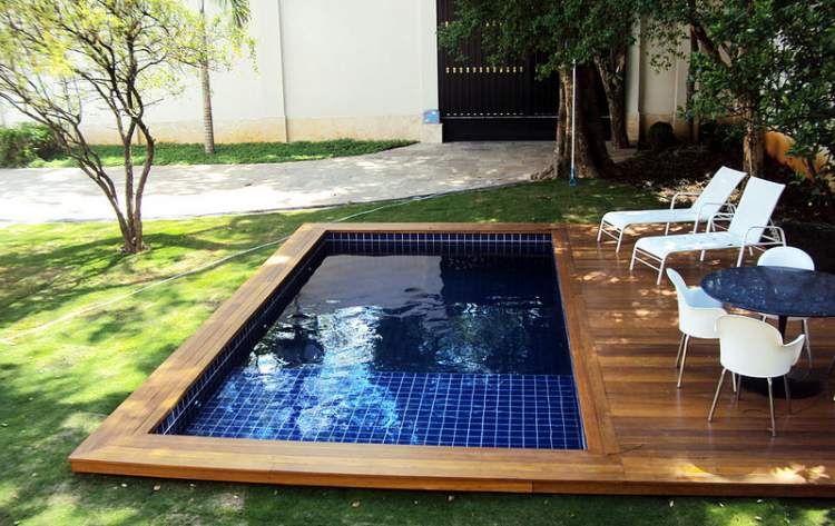 12 vezes que nos apaixonamos pelas piscinas pequenas - Piscina prefabricada pequena ...