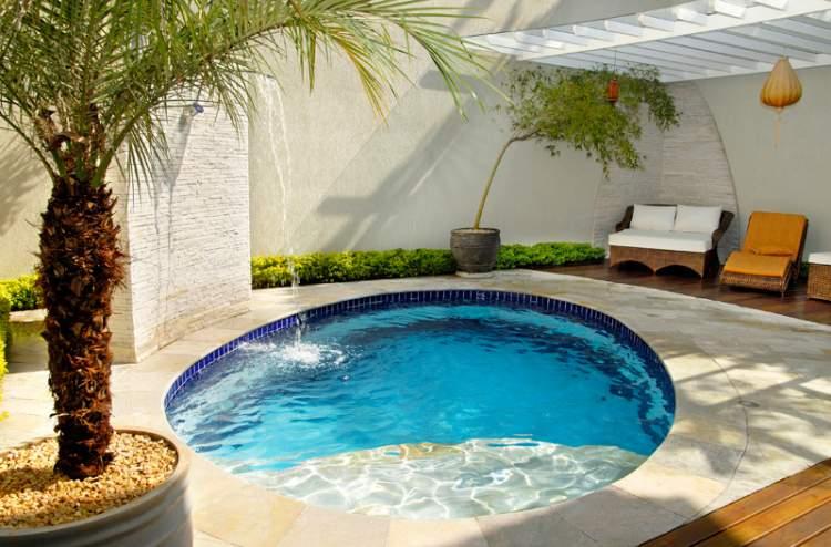 12 vezes que nos apaixonamos pelas piscinas pequenas for Piscina redonda grande