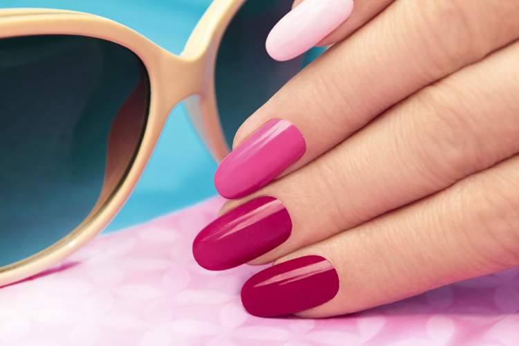 Tons de rosa para esmaltes entre as maiores tendências do verão 2018