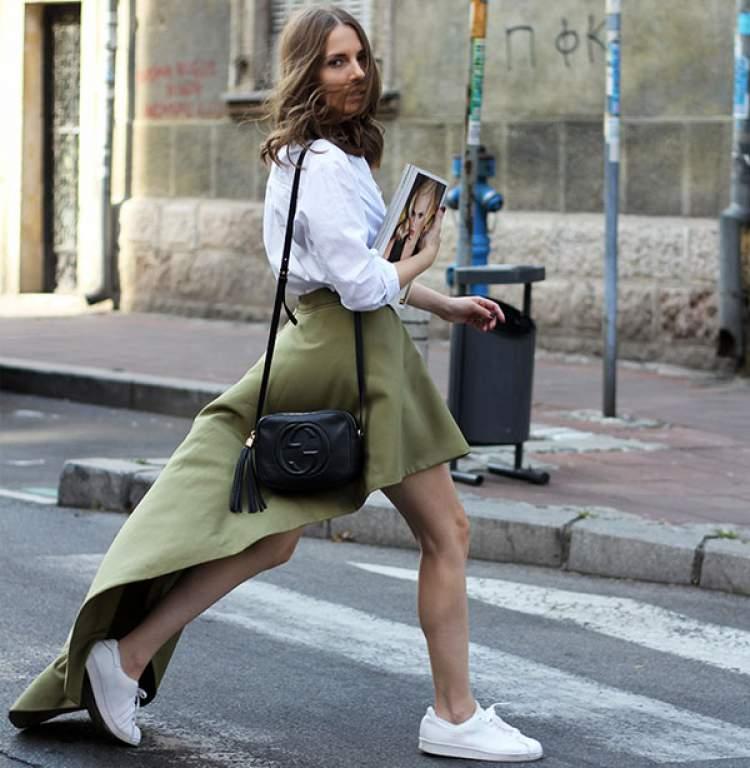 Saia mullet + tênis formam a tendência Hi-Lo