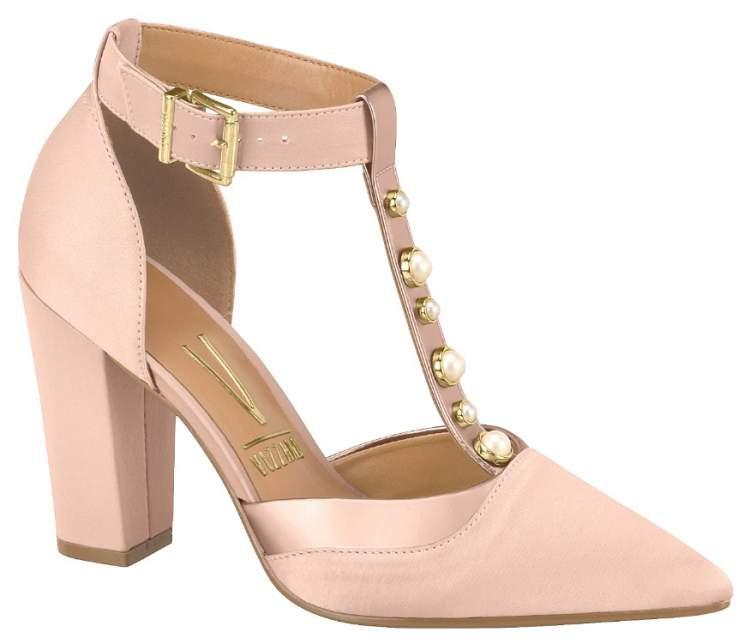 Sapato na cor rosa millennial