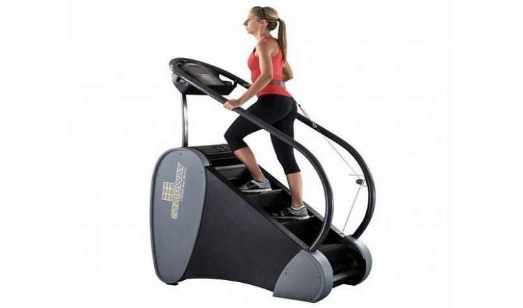 Simulador de escada é um dos melhores exercícios para aumentar os glúteos