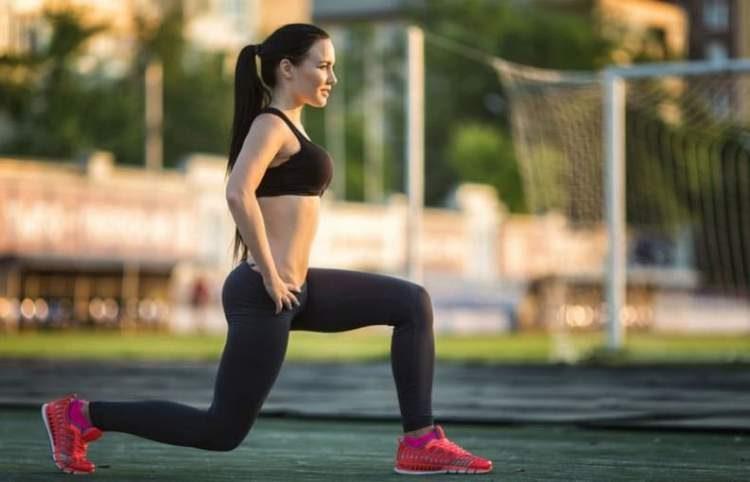 Afundo é um dos melhores exercícios para aumentar os glúteos