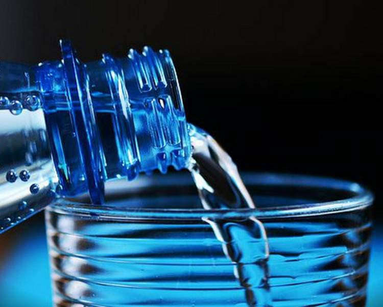 Razões para substituir todas as bebidas por água