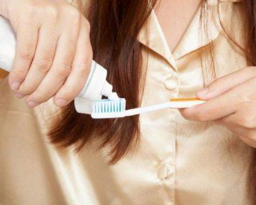 Saiba como limpar mancha de pasta de dente de roupas delicadas