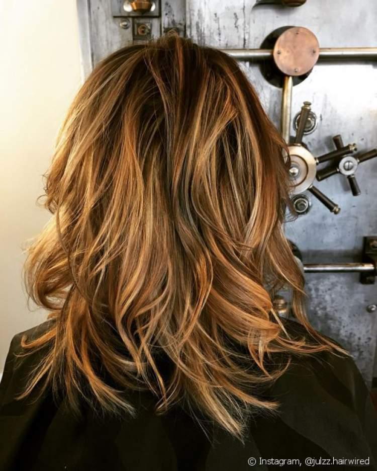 Corte com navalha é uma das ideias de cortes de cabelo longo