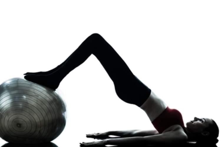 Exercício Abdominal com Perna Elevada