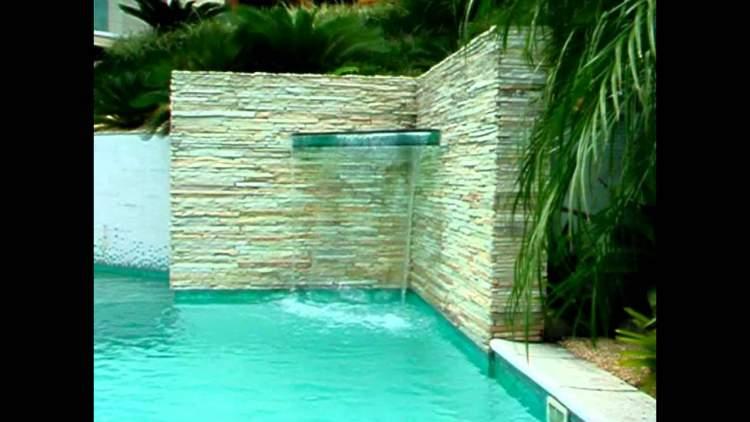 Fonte na piscina