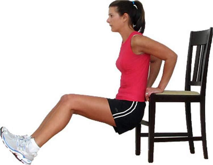 Tríceps com apoio em cadeira é um dos melhores exercícios para definir o músculo do tchauzinho
