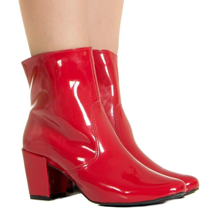 Tendência de bota vermelha no inverno 2018