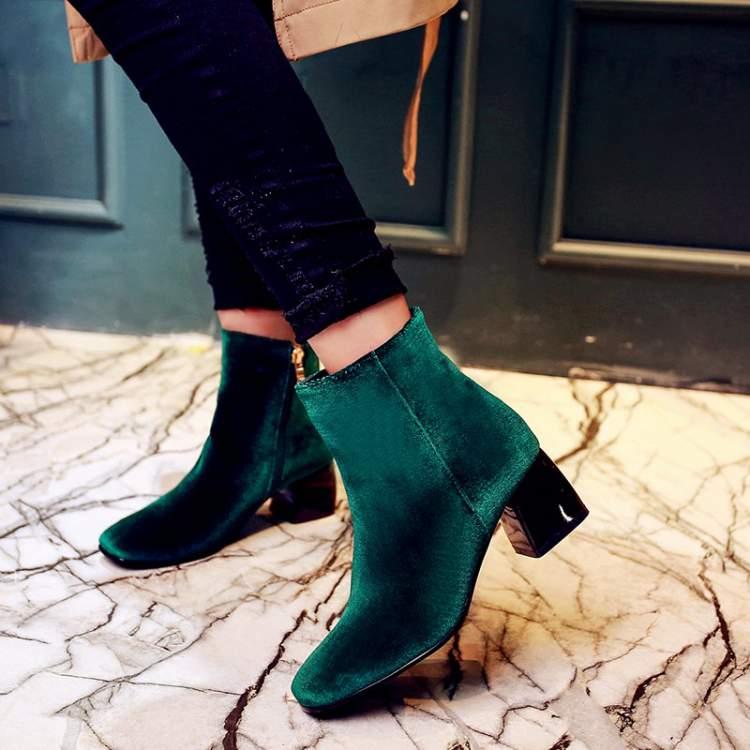 O veludo é uma tendência entre os calçados da moda moda inverno 2018