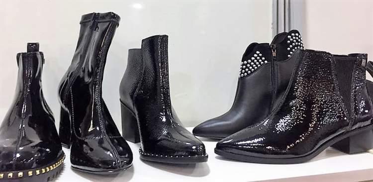 O verniz é uma tendência entre os calçados da moda moda inverno 2018