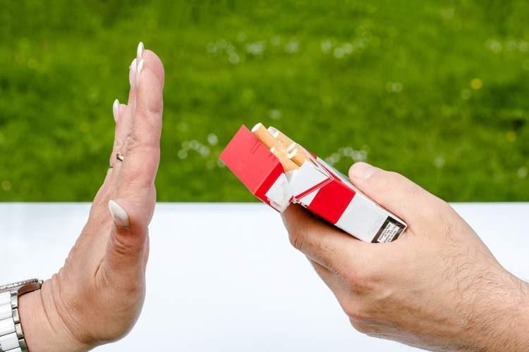 Parar de fumar reduz o risco de infarto e avc