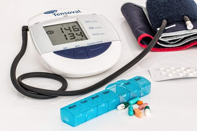Pressão alta é um fator de risco para infarto e AVC