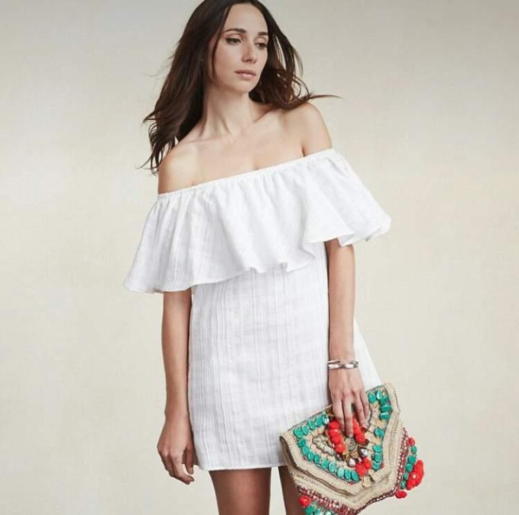 Saiba como escolher o vestido ideal para o corpo com seios pequenos