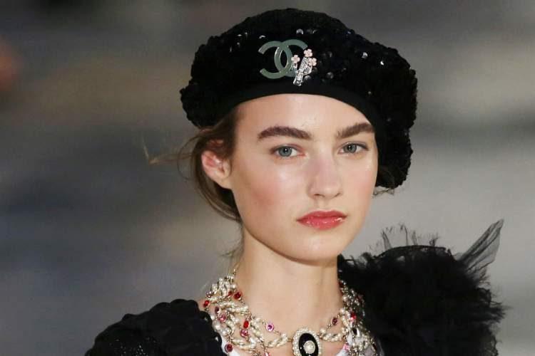 A boina é uma das peças da moda inverno 2018 para incluir na lista de desejos